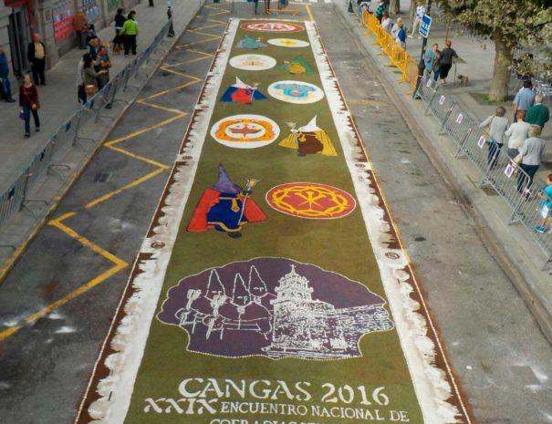 Alfombra conmemorativa do XXIX Encuentro Nacional de Cofradías Penitenciales celebrado en Cangas no 2016
